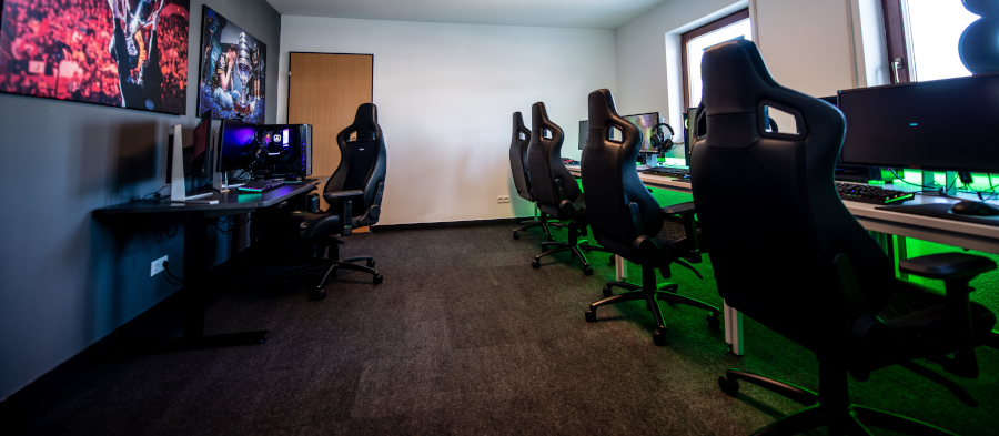 Comparing behaviors and intentions toward sports and esports